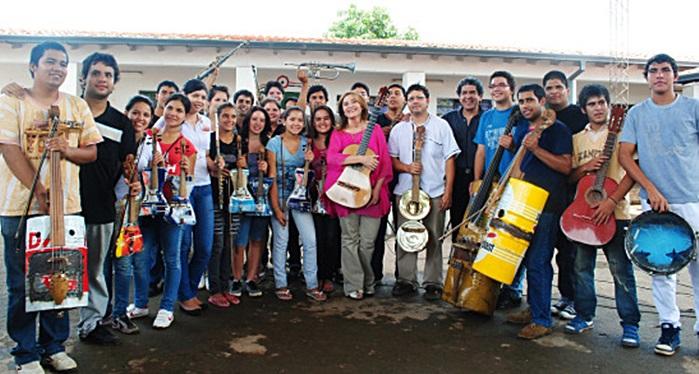 Berta Rojas y Orquesta de Cateura
