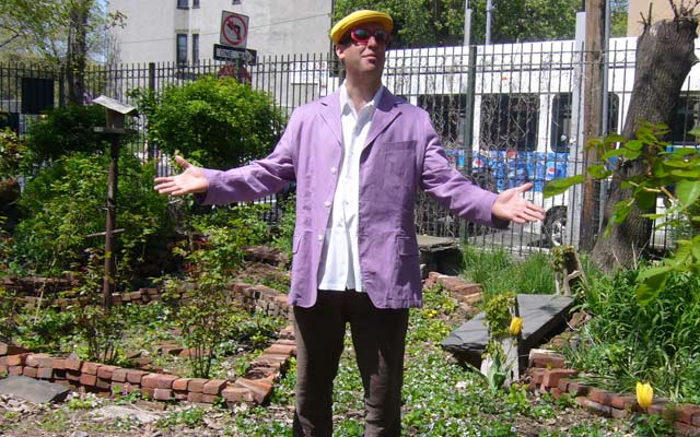 Richard-Bennett-surveying-his-drunken-garden-WMR